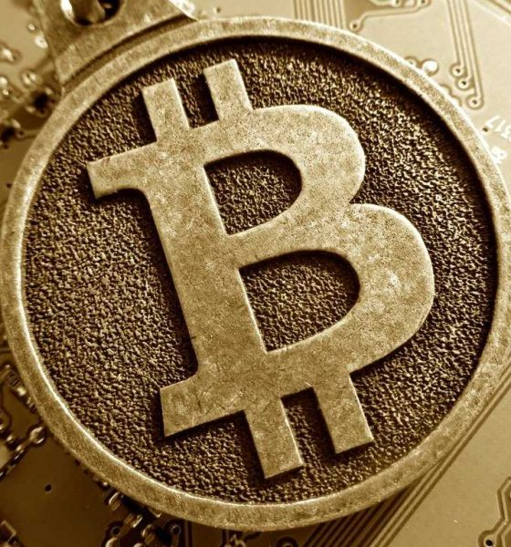 no-fidelity-is-not-letting-retail-investors-put-bitcoin-in-their-retirement-accounts